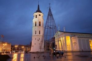Vilniaus kaledu egles puosimas